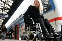 Redaktorka Pražského deníku si vyzkoušela cestu na vozíčku