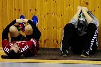 ZMAR. Hráči Dukly David Šůstek (vlevo) a Tomáš Petržala nemohou uvěřit porážce.