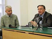 Veřejné debaty k 17. listopadu se na FSV UK zúčastnil bývalý šéf komunistické tajné policie Alojz Lorenc. Část veřejnosti se bouří.