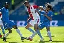 FC Slovan Liberec - SK Slavia Praha. Mezi soupeři je na snímku slávista Júsuf Hilál.
