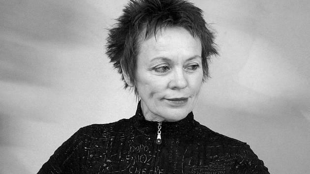 Laurie Anderson svou tvorbou přesahuje nejen hudební žánry, ale i hudbu jako takovou.