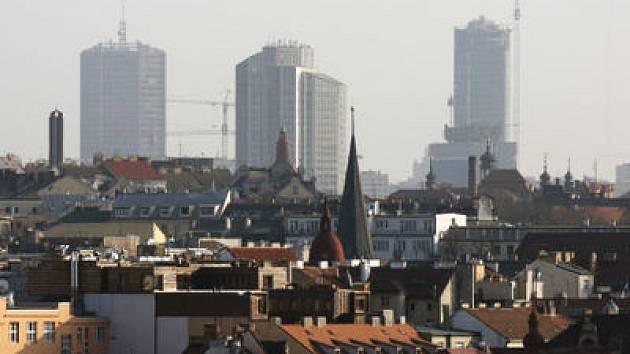 TAK KOLIK TO BUDE NAKONEC? Na plánech investora jsou věžáky stometrové, pro UNESCO je akceptovatelná výška o třicet méně.