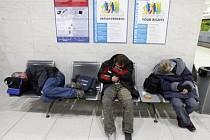 Bezdomovcům na letišti zřejmě odzvonilo.