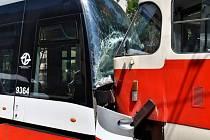 V pražské Plzeňské ulici se srazily tramvaje.