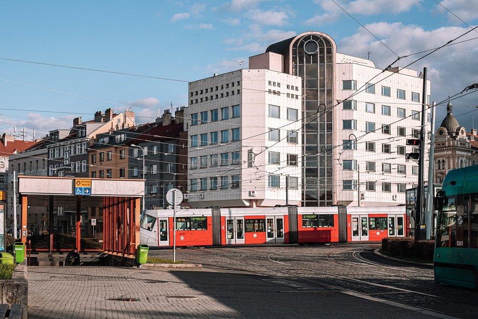 Tramvajová trať mezi Ohradou a Palmovkou byla uvedena do provozu v listopadu 1990. Dopravní podnik chystá její rekonstrukci.