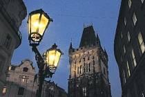 """KRÁLOVSKÁ CESTA osvětlená """"královsky"""" romantickými plynovými lampami. Zvláště večer září magickým kouzlem, které obdivuje nejen našinec, ale i zahraniční turista."""