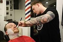 Fenomén holičství neboli barbershopů se v posledních osmi let rozmohl po celém hlavním městě a stále přibývají nová.