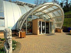 Vstup do tropického skleníku Fata Morgana v Botanické zahradě Praha.