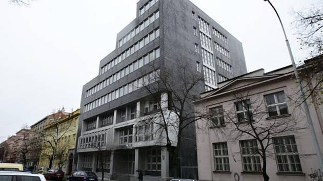 Komise jmenovaná radou městské části vybrala ze tří kandidátů administrativní budovu, kterou by Praha 7 odkoupila pro nové sídlo radnice. Nejvíce se líbil objekt v ulici U Průhonu 38.