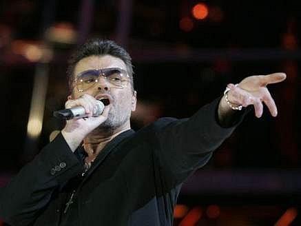 George Michael byl nucen svůj první koncert v české metropoli z technických důvodů zrušit.
