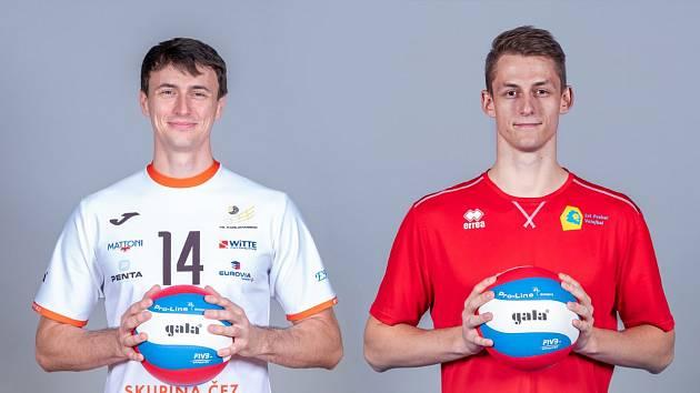 Blokaři Vojtěch Patočka (vlevo) a Šimon Krajčovič.
