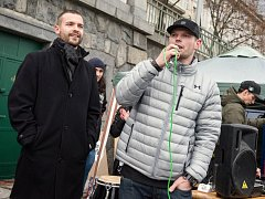 Výstavu fotografa Derecka Harda (vlevo) 'we are FAT animals' v Praze uvedl Jiří Rejfíř alias Jay Diesel, který se o zdravý životní styl dlouhodobě zajímá a sport je každodenní součástí jeho života.