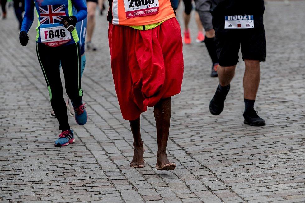Centrem Prahy proběhlo 5. května 2019 při pražském Pražském maratonu 10 600 bězců.