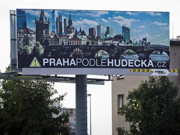Bilboard s negativní kampaní proti současnému pražskému primátorovi Hudečkovi 22. září na pražské Skalce.