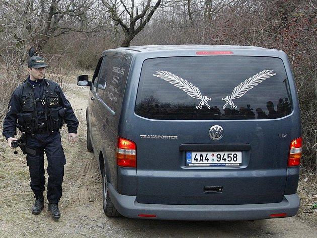 V pražské Troji bylo 16. března 2011 nalezeno zahrabané tělo.