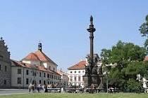 Morový sloup na Hradčanském náměstí se dočká opravy