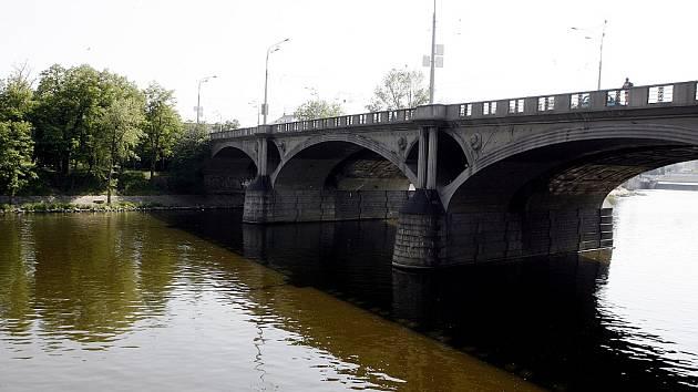 Hlávkův most.