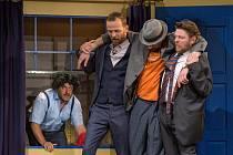Letní scéna Harfa uvádí ve středu večer komedii Příště ho zabiju sám!