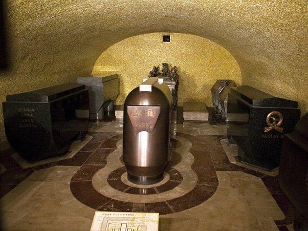 Hrobka českých králů v podzemní pod katedrálou svatého Víta na Pražském hradě.
