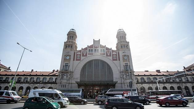 Ilustrace pražského hlavního nádraží, 10. srpna. Hlavní nádraží, magistrála, Wilsonovo