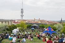 Festival Apríles v žižkovském parku Parukářka.