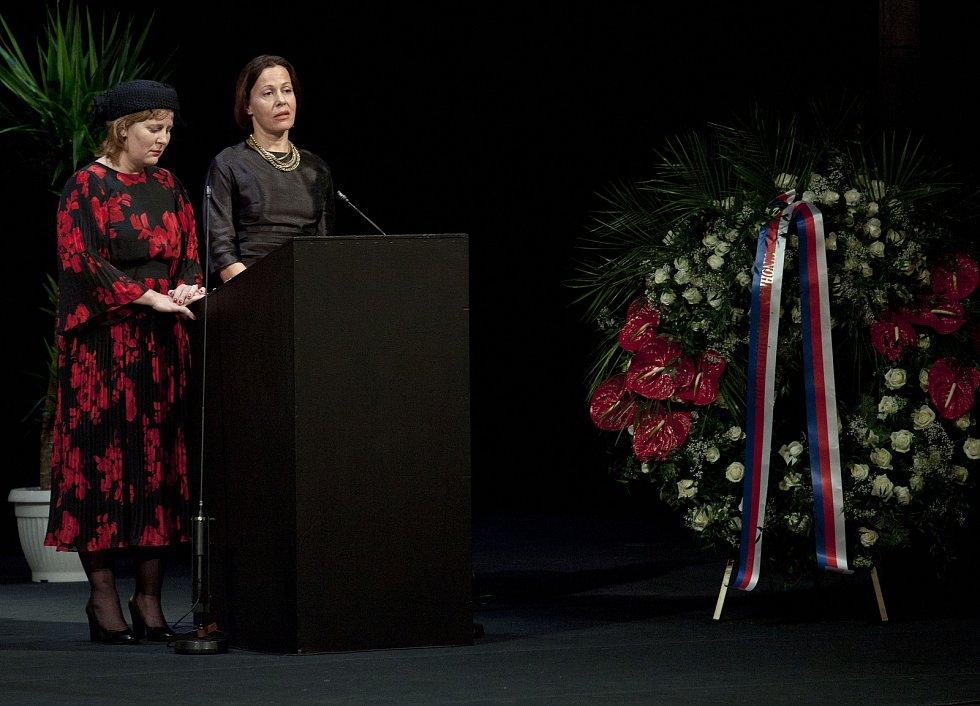 Pohřeb herce Jana Třísky v Národním divadle.
