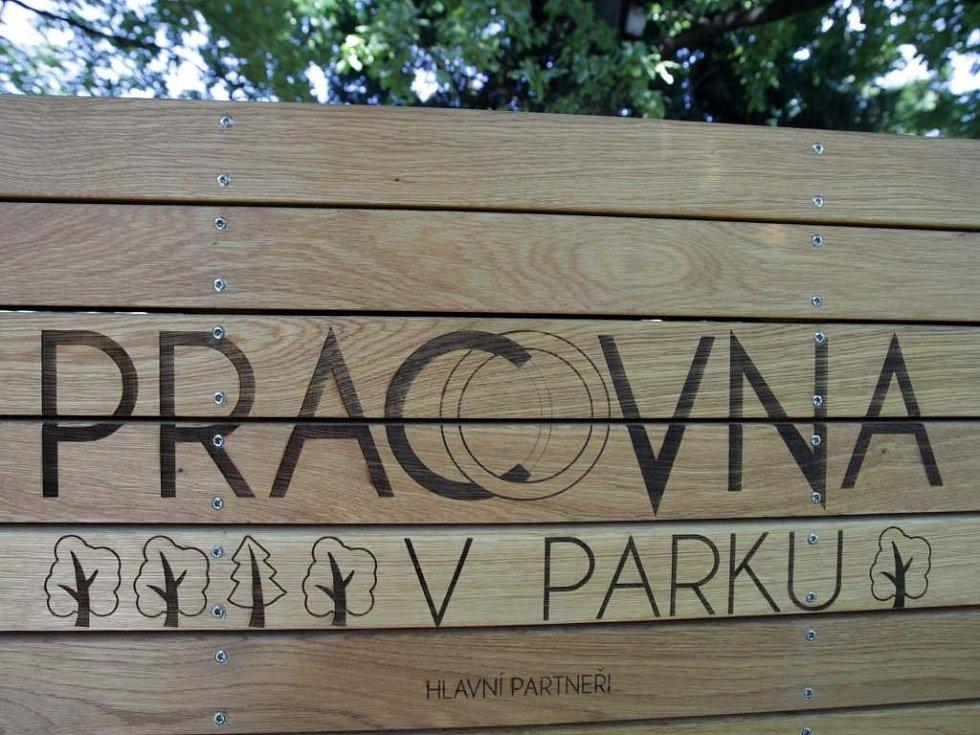Z otevření pracovny v parku v pražských Riegrových sadech.
