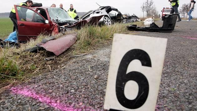 Na silnicích loni zahynulo šest osob