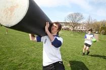 Sportovně založení herci ze seriálů TV Nova Ulice a Ordinace si ve středu 6. dubna na hřišti Tatry Smíchov vyzkoušeli trénink rugby.
