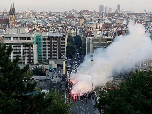 Fanoušci před pražským derby 26. září v Praze.