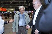 Večer dne 23. října 2016 přiletěl Jiří Brady na Letiště Václava Havla.