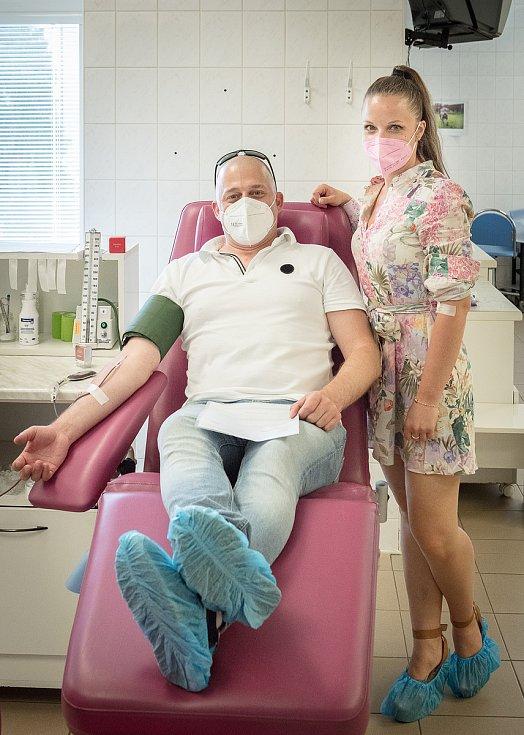Fakultní nemocnice Královské Vinohrady získala při příležitosti Světového dne dárcovství krve dar – bezmála dva litry krve. Tu poskytli zaměstnanci Podpůrného a garančního rolnického a lesnického fondu.