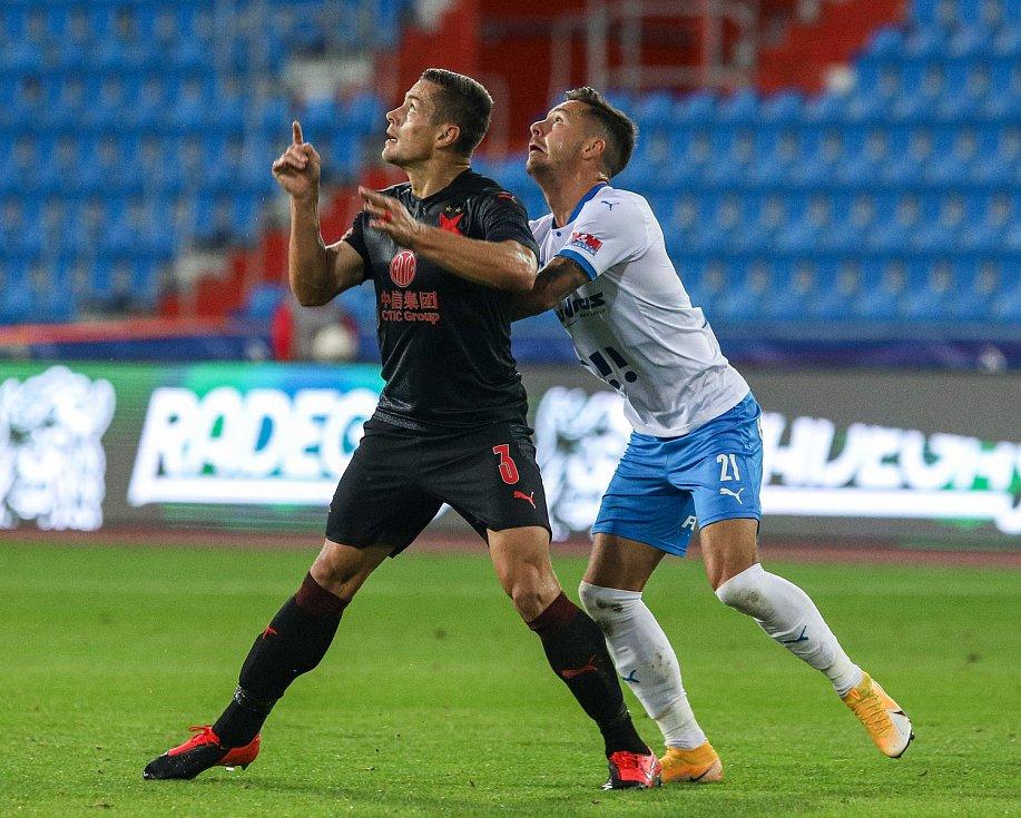 Utkání 6. kola fotbalové Fortuna ligy: FC Baník Ostrava - Slavia Praha, 4. října 2020 v Ostravě. Tomáš Holeš ze Slavie, Daniel Holzer z Ostravy.