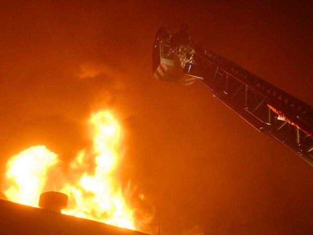 Požár tržice v Písnici.