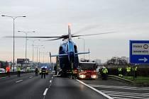 Dopravní nehoda tří kamionů na Jižní spojce v Praze.