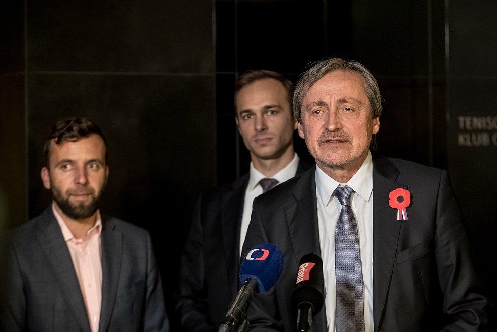 Pražské ANO si na sněmu 11. listopadu zvolilo nové vedení, předsedou se stal Jan Říčař. Zleva místopředseda Miroslav Nauč, Jan Říčař a Martin Stropnický.