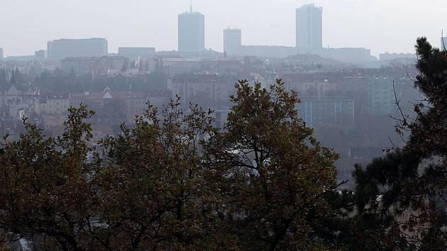 Smogová situace kvůli polétavému prachu v Praze.