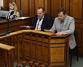 Obvodní soud pro Prahu 2 otevřel kauzu s expolicistou Karlrm Kadlecem, podle obžaloby pod vlivem alkoholu a léků poničil na Vinohradech 24 aut.