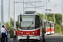 Společnost Ropid, která organizuje dopravu v Praze a okolí, představila ve spolupráci s pražským Dopravním podnikem projekt vlakotramvaje, která by jezdila ve městě po klasických tramvajových kolejích a poté by pokračovala po příměstské železniční trati.