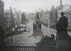 Čtyři žulové kameny byly součástí sochy sv. Václava na Václavském náměstí.