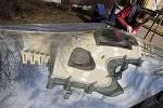 POKŘIVENÝ SVĚT. V petřínském bludišti se před začátkem jarní sezóny vyměňovalo speciální zakřivené zrcadlo. Na místě by mělo vydržet dalších deset let.