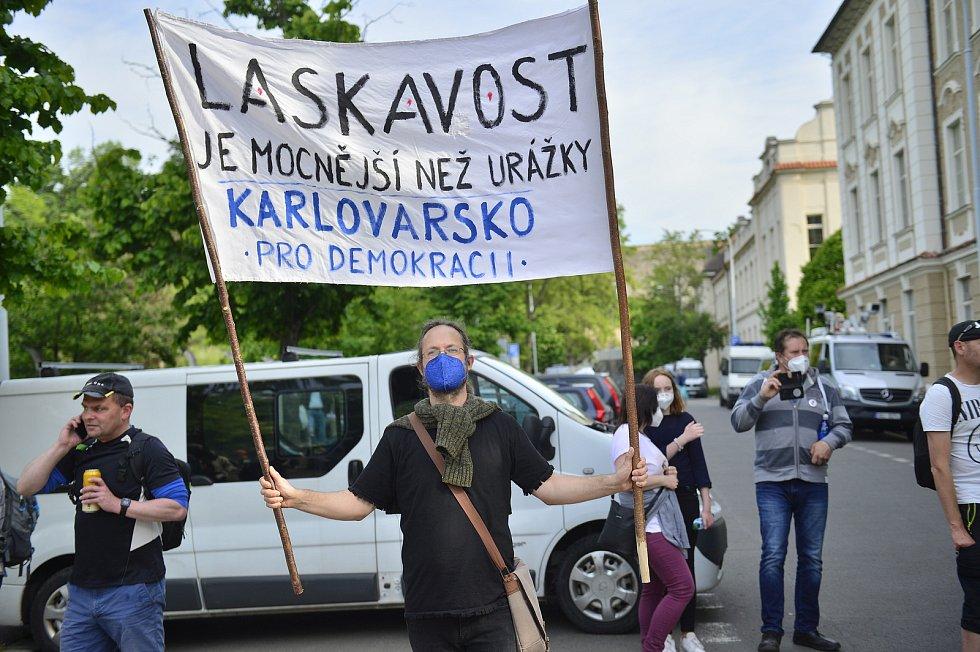 Spolek Milion chvilek uspořádal 1. června 2021 pochod a demonstraci proti setrvání Marie Benešové ve funkci ministryně spravedlnosti.