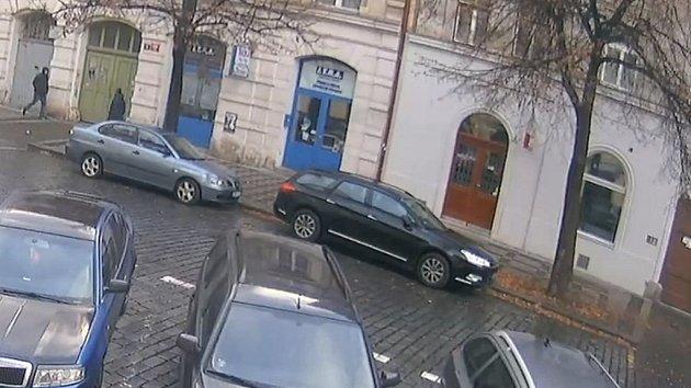 Muži podezřelí z loupeže ve Vítkově ulici.