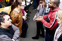 Cizinci se setkávají na kurzech češtiny, které jsou takzvaně nízkoprahové.