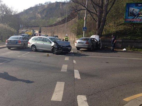 Nehoda na křižovatce ulic Povltavská a Bulovka vPraze 8.