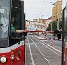 Předávání kolíku v rámci bezpečnosti mezi řidiči tramvají v úseku Vychovatelna a Bulovka.