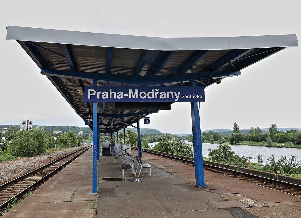 Vlakové nádraží Praha-Modřany.