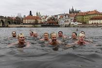 Tříkrálové plavání v Praze - Otužilci se 6. ledna 2020 v Praze zúčastnili tříkrálového plavání ve Vltavě. Plavci absolvovali trasu podél Karlova mostu k přístavišti u Křižovnického náměstí.