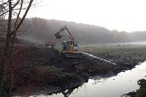 Oprava hráze Lítožnického rybníku.