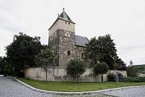KOSTEL SVATÉHO BARTOLOMĚJE. Jeho základní kámen posvětil papež Jan Pavel II.
